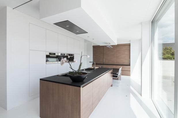 Moderne villa met magazijnen en loft
