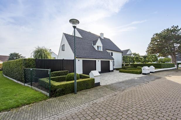 Uitzonderlijke villa met hoogwaardige afwerking, 6 slaapkamers en zuidgerichte tuin op wandelafstand van strand en bos