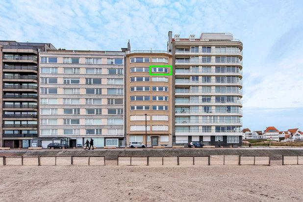 Prachtig gerenoveerd luxueus appartement op de zevende verdieping met frontaal zeezicht op de Zeedijk van Duinbergen (Knokke-Heist), vlakbij de RBSC en het J.Stübbenpark.