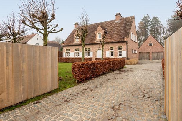 Instapklare landelijke villa op een terrein van 1646 m2 met apart bijgebouw