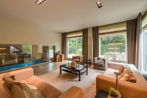 Ruime, volledig ingerichte luxe-villa met binnenzwembad op toplocatie