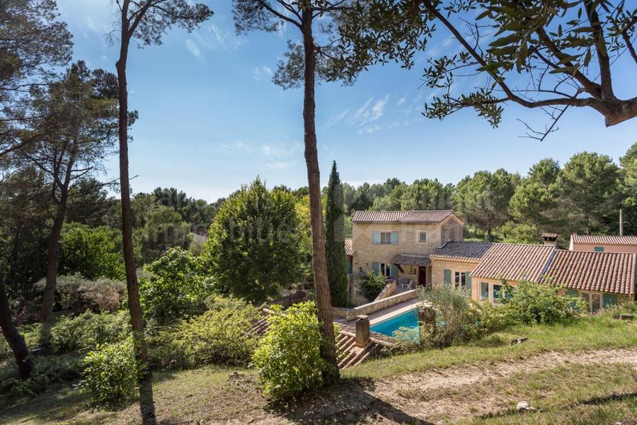 Villa avec piscine et terrain de tennis à vendre à l'Isle sur la Sorgue