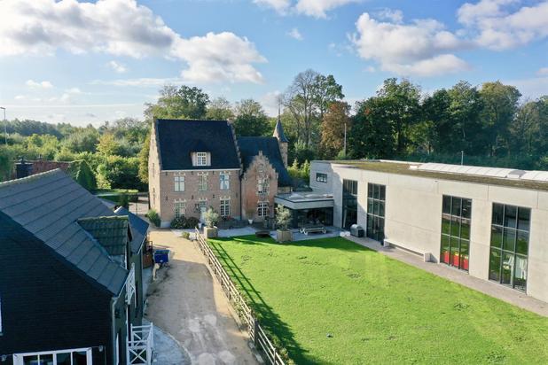 Te koop in Zwijnaarde : Uniek landhuis te koop in Zwijnaarde met bijhuis, paarden-stallingen en recente loods.