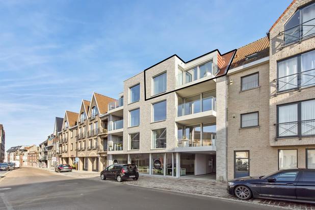 Te koop in centrum Tielt: magnifiek, recent duplexappartement met luxueuze afwerking.