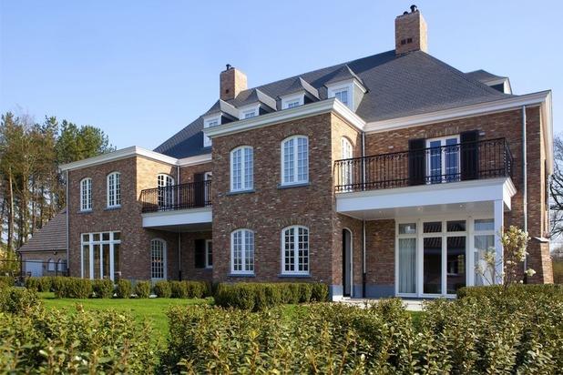 Halfopen villa (links) op een perceel van ca. 700 m² te Lille