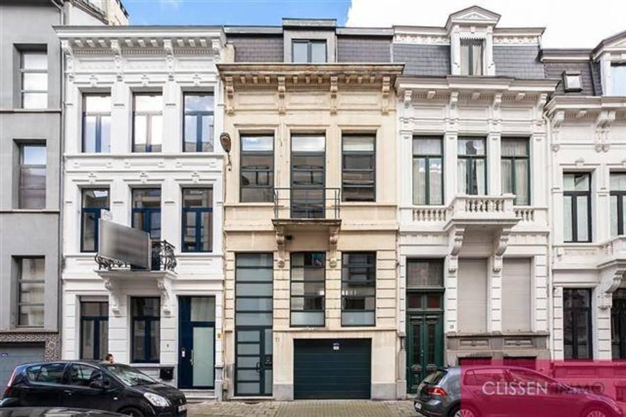 Herenhuis met garage en terras aan het museum van Schone kunsten!