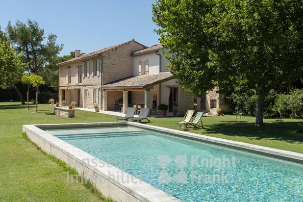 Villa for sale at L'Isle-sur-la-Sorgue with reference 19801300474