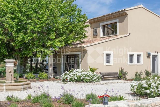 Villa for sale at Saint-Rémy-de-Provence with reference 19901001885
