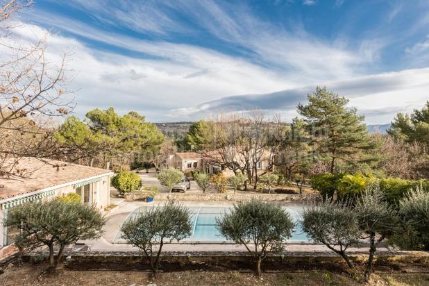 Villa avec piscine et gîtes à vendre dans le Luberon