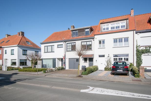Volledig gerenoveerde woning, gelegen in het Oude Knokke, langsheen de Jan Devischstraat, op enkele stappen van de groentenmarkt...