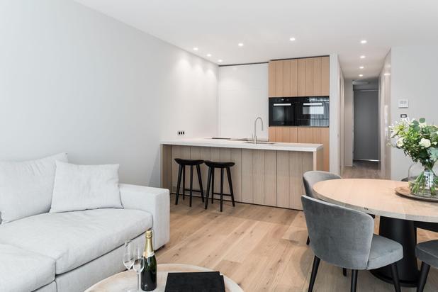 Appartement de haut standing luxueusement meublé situé tout près de la Digue et la Place Rubens. Garage inclus.