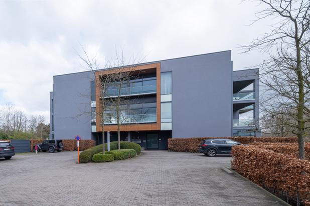 Exclusieve penthouse-loft met een bewoonbare oppervlakte van 275 m², 2 ruime terrassen en privé daktuin te Hasselt