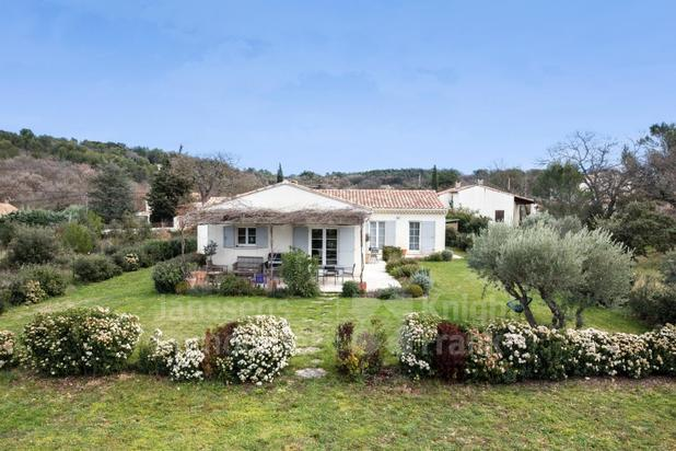 Villa for sale at Oppède with reference 19601903963
