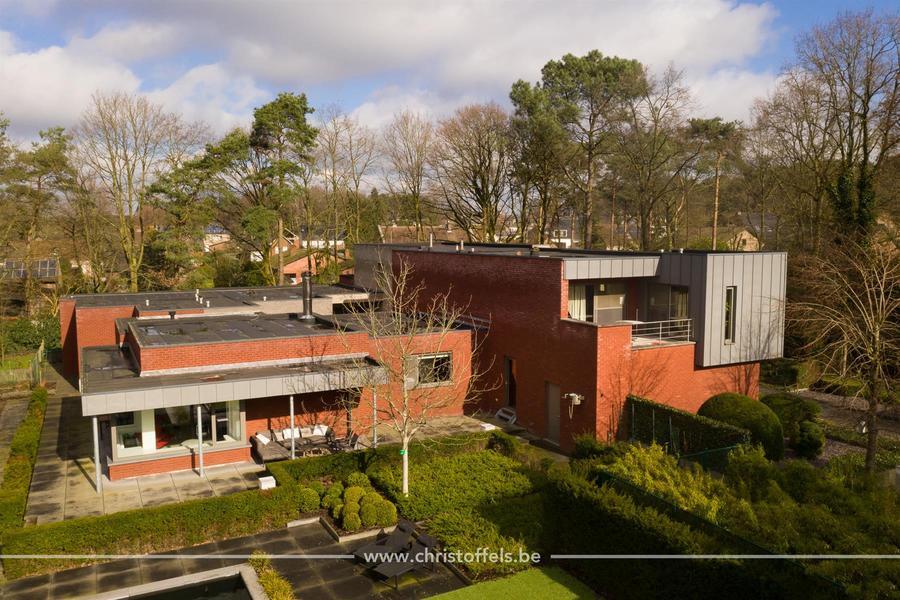 Villa van 611m² met kantoor (110m²) en wellness!