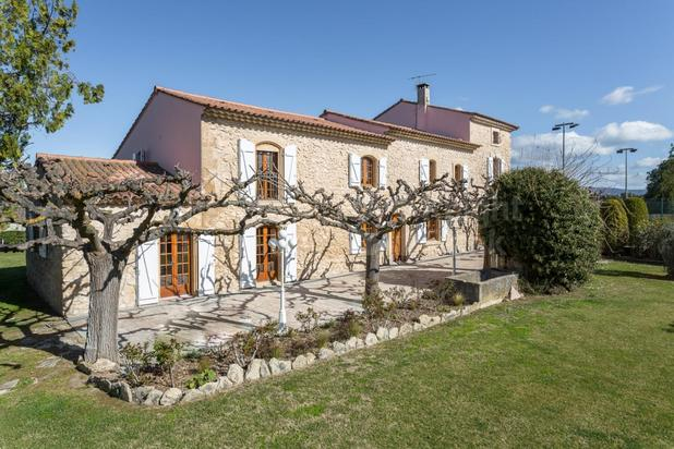 Villa for sale at L'Isle-sur-la-Sorgue with reference 19901403481