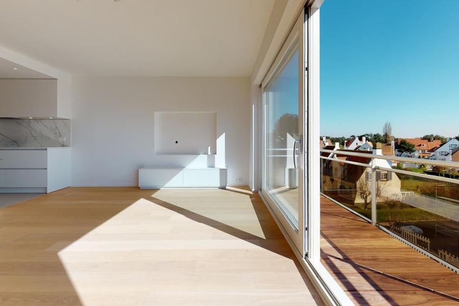 Luxueus afgewerkt, zuidgericht appartement met vrij open zicht over de villa's van het Zoute