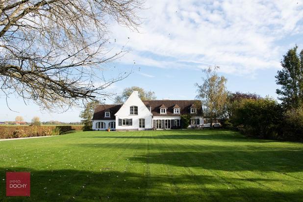 Prachtige villa op een werkelijk unieke locatie ten zuiden van Kortrijk