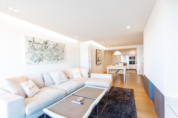 Zeedijk Zoute! Instapklaar vernieuwd appartement met frontaal zeezicht en praktische indeling