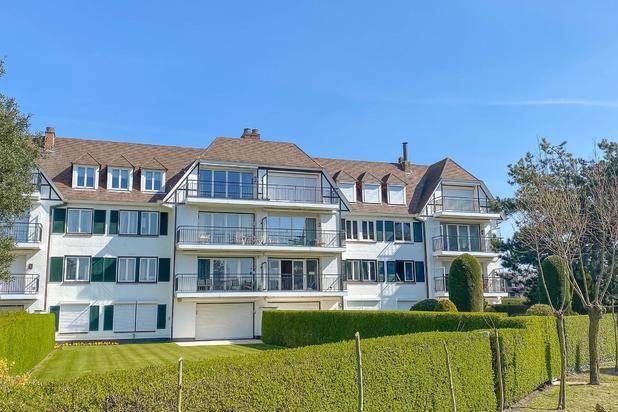 Schitterend 3-slpk. appartement (116m²), modern en luxueus ingericht en gelegen in een voorname residentie in hartje Zoute, met prachtig open zicht op de MINIGOLF en de mooie groene omgeving...