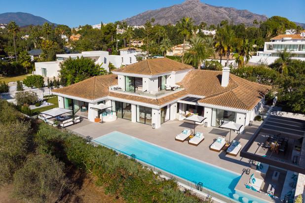 Villa te koop in Las Brisas, Nueva Andalucia