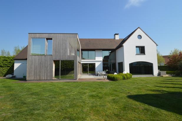 Moderne en alleenstaande villa - Mogelijkheid tot praktijk