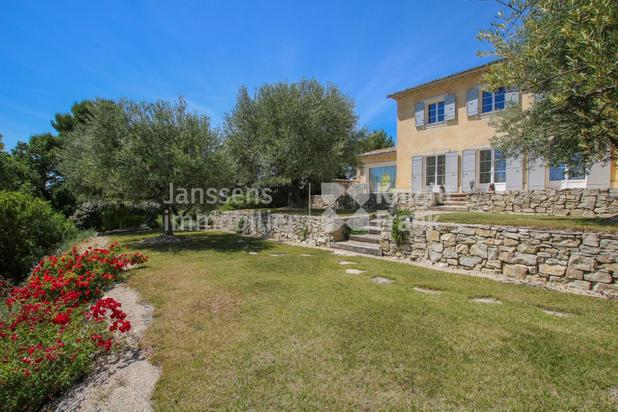 Villa for sale at Vaison-la-Romaine with reference 19900436074