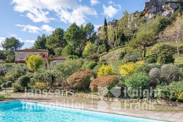 Villa te koop in Les Baux-de-Provence met referentie 19500781350