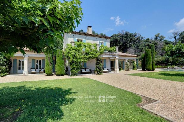 Maison avec vue dégagée à vendre à La Garde Freinet