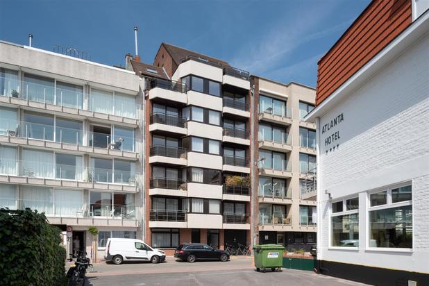 Uitzonderlijk appartement, volledig instapklaar met groot zonneterras en open uitzicht vlakbij de Zeedijk...