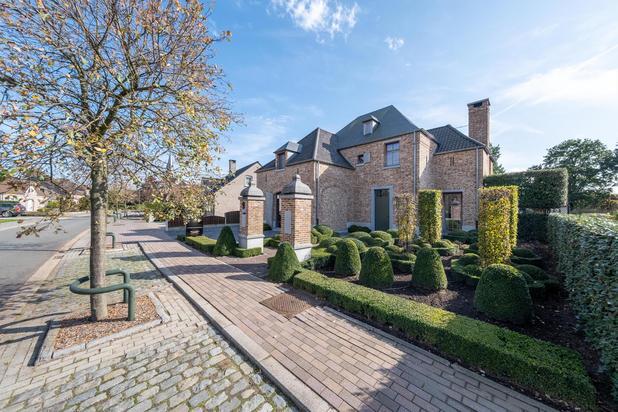 Luxueus afgewerkt landhuis gelegen op een rustige locatie te Bree