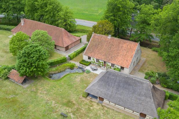 Prachtig gerestaureerde 17e eeuwse hoeve op ca. 1,8 hectare