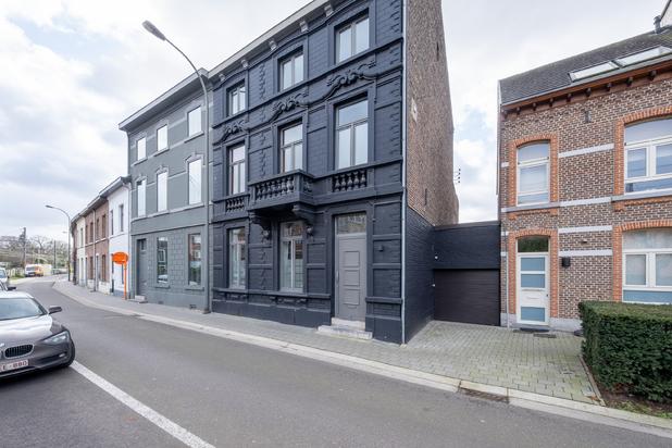 Neoclassicistisch herenhuis met een bewoonbare oppervlakte van ca. 300 m² te Hasselt