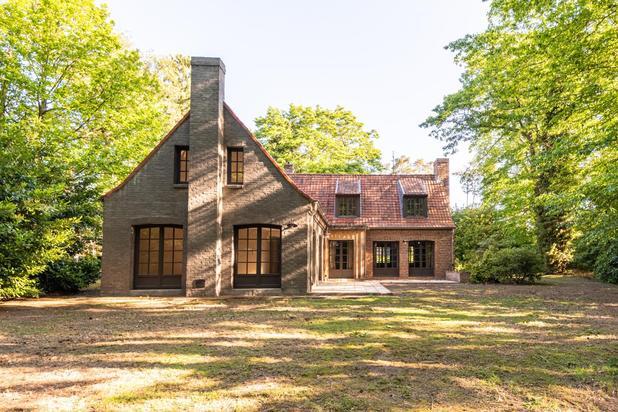 Instapklaar landhuis gerenoveerd met authentieke bouwmaterialen gelegen hartje Heide op een terrein van 2.595 m2