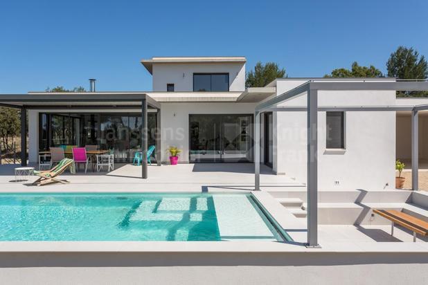 Maison contemporaine avec vue dominante à vendre près de l'Isle sur la Sorgue