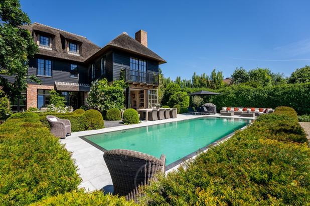 Prachtige villa met zwembad in het hartje van Dudzele.