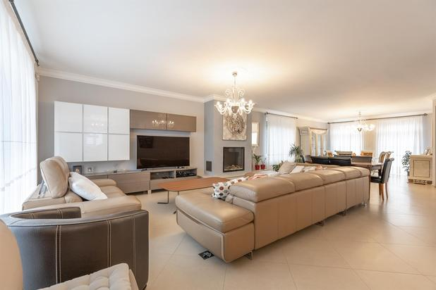 Ruime luxueuze woning met 5 slaapkamers op 11a70