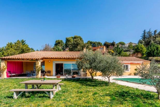 Villa avec piscine et vue dominante à vendre dans le Luberon