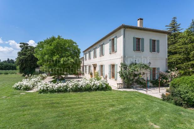 Villa for sale at L'Isle-sur-la-Sorgue with reference 19301519761