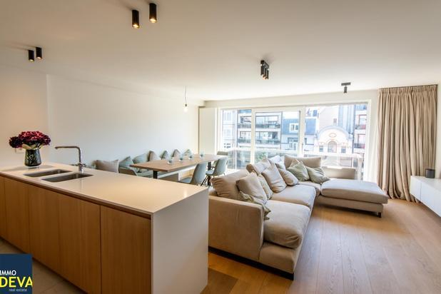 Lichtvol appartement met terras en mooi zicht, gelegen op de Lippenslaan.