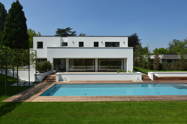 Magnificent contemporary house with garden and swimming pool