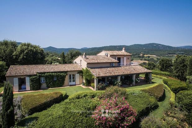 Maison à vendre avec vue sur Grimaud, piscine et tennis