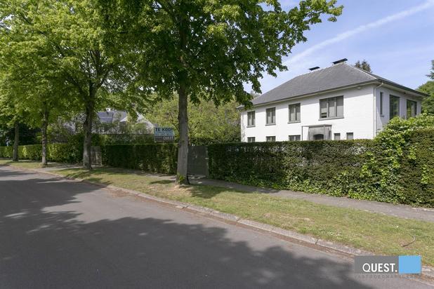Ruime en  gunstig gelegen villa met 5 slpk en 3 badk op ca 800 m²