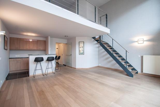 MEZZANINE appartement (4 slpk.) met schitterend, zonnig terras, gelegen op de Paul Parmentierlaan, op enkele stappen van de Zeedijk...