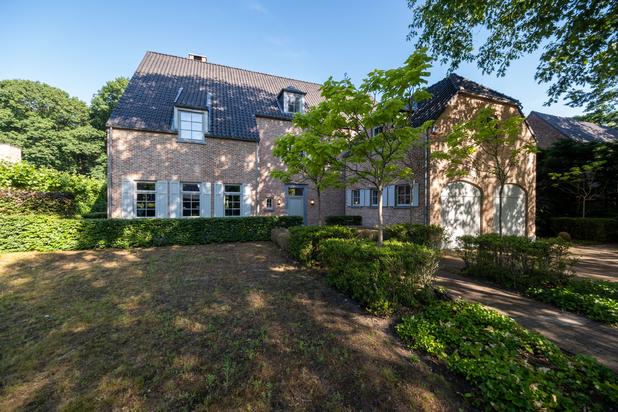 Royale en zeer mooi afgewerkte kasteelvilla met een perceel van 2.400 m²