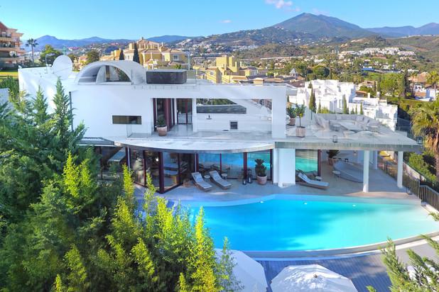Moderne villa te koop in Nueva Andalucía