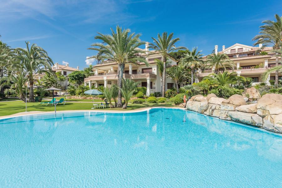 3 Slaapkamer strand en golf appartement te koop in Marbella Oost, Spanje