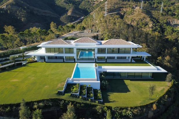 Moderne luxe villa met panoramisch uitzicht te koop in La Zagaleta, Marbella West.