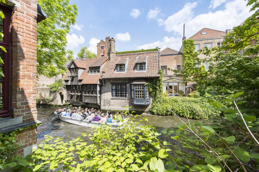 Stijlvolle stadsvilla aan het water in Brugge