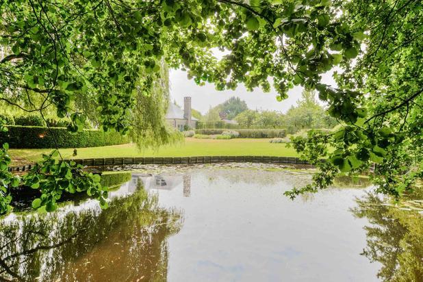 Villa met idyllische tuin in Deurle