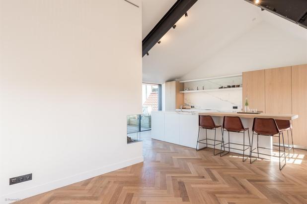 Te koop - Klassevol duplex penthouse met uniek uitzicht in een prachtig gerenoveerd pand in hartje Gent.